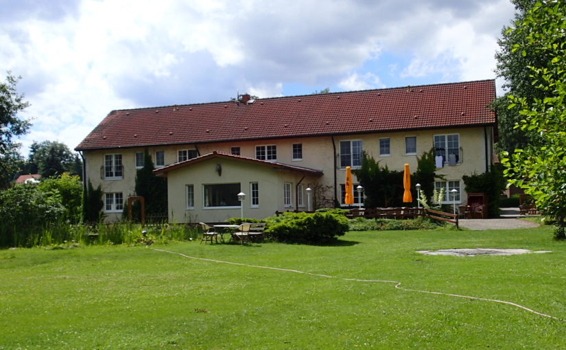 Dorotheenhof offers spacious rooms directly on the river Oder